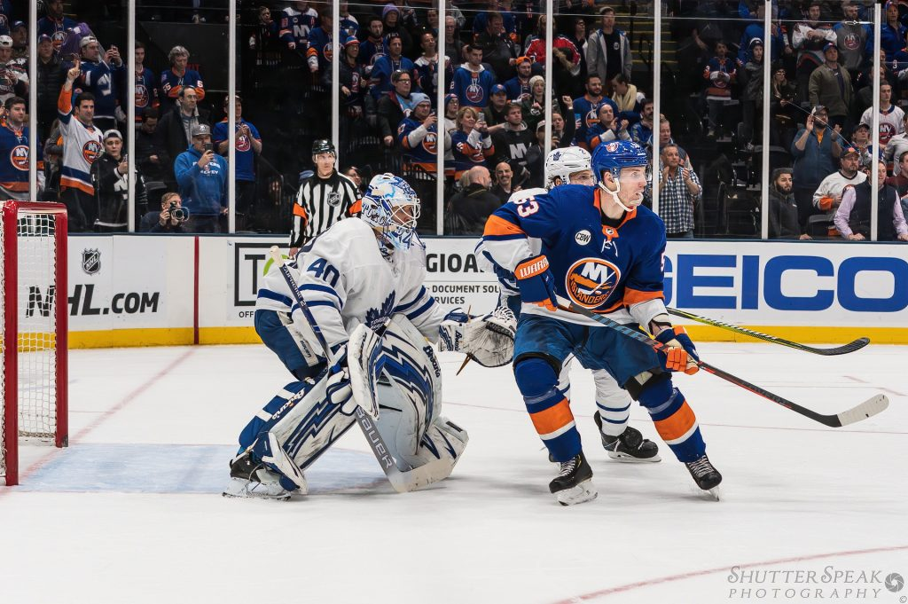 With so much player movement I prefer to pre-focus my shots so that there is no focus hunt when the action starts around the net.